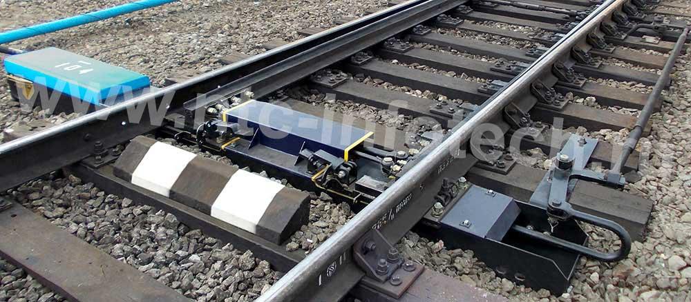 Устройство переводное стрелочное в полом металлическом брусе для скоростей движения поездов до 160 км/ч